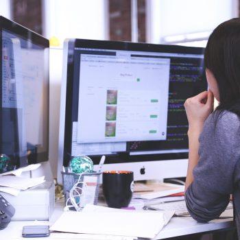 Czy warto zlecić projektowanie strony, czy samemu wyklikać